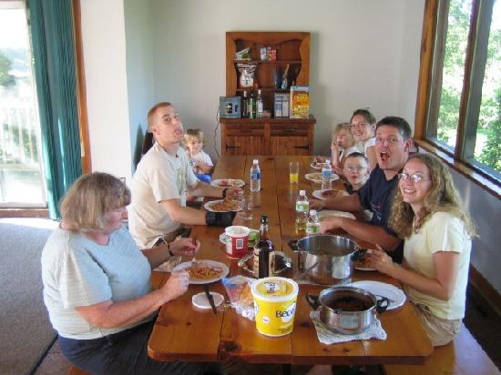 Tyrolean Village Resort at Blue Mountain: Having a family dinner at the huge table