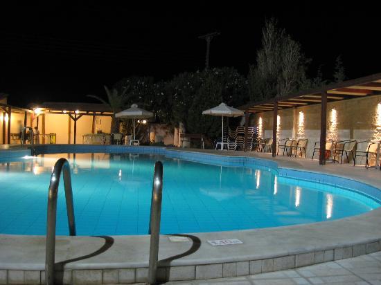 Karteros, Yunanistan: the pool