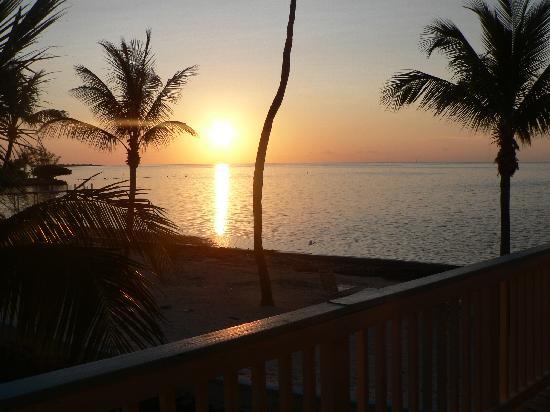 Matecumbe Resort: Sunset from the balcony