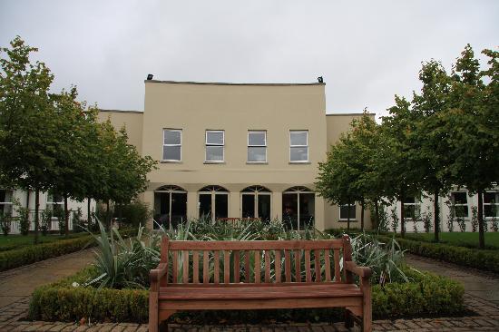 Tulfarris Hotel and Golf Resort: Hotel entrance