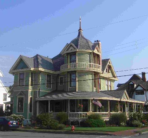 Williams Cottage Inn: Corner of Atlantic & Ocean