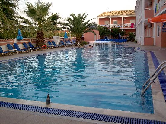 Angelina's Hotel & Apartments : Pool View