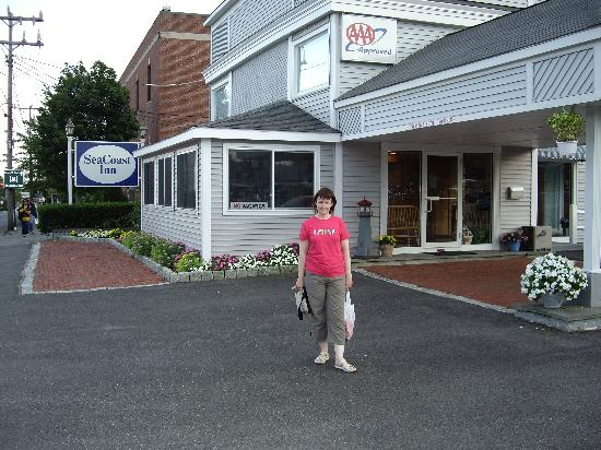 SeaCoast Inn: julie outside the sea coast