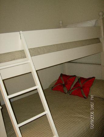 Aqua: bunk room