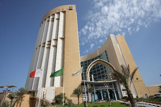 Corinthia Hotel Tripoli: Has two towers and a beautiful entrance