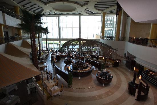 Corinthia Hotel Tripoli: Informal dning (buffet too) overlooking the Med. Sea