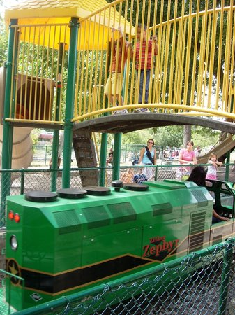 ‪Zilker Zephyr Miniature Train‬