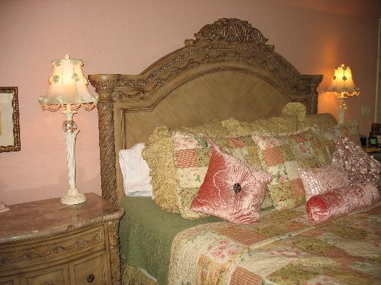 Inn on the Creek: Seventh Heaven Bed
