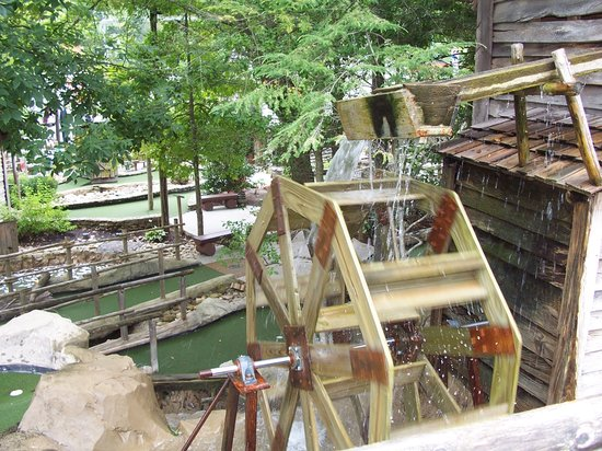 Ripley's Davy Crockett Mini Golf: the water wheel