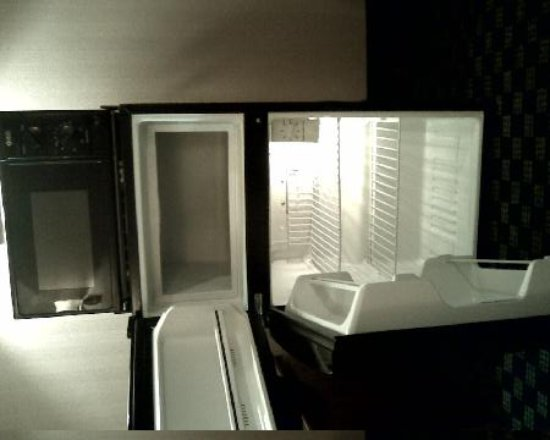 Best Western Town Country Inn Refrigerator And Freezer With Microwave On Top