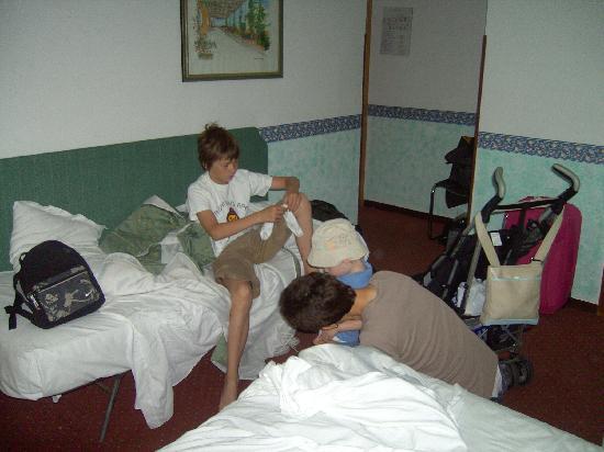 Astoria : three in a room + A cot
