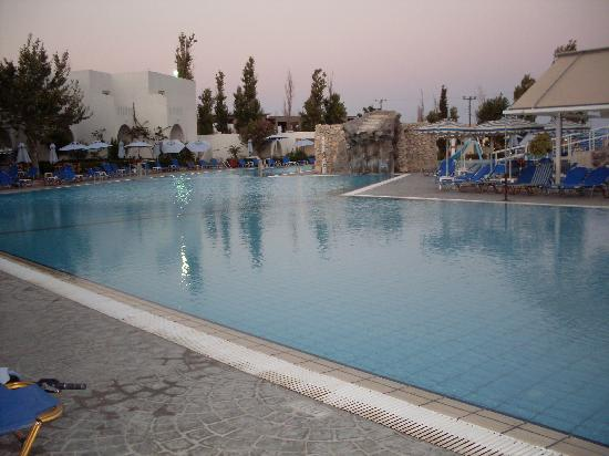 Sun Palace Hotel: Poollandschaft
