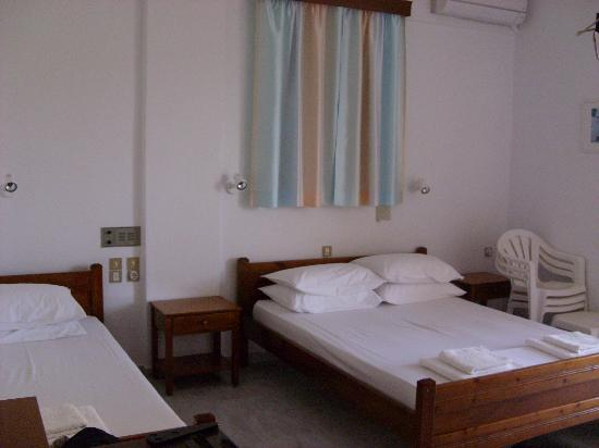 Heracles Pension: Room
