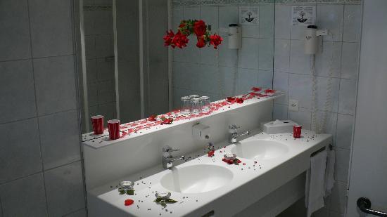 Hotel Florida Studen: salle de bain