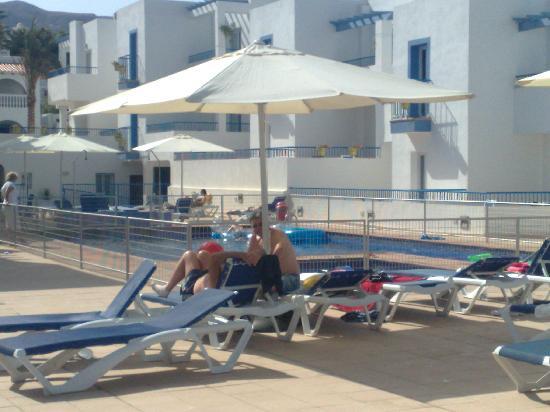 Punta del Cantal Hotel: Sun loungers