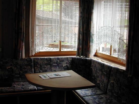 Hotel Digon: Un angolo relax della camera