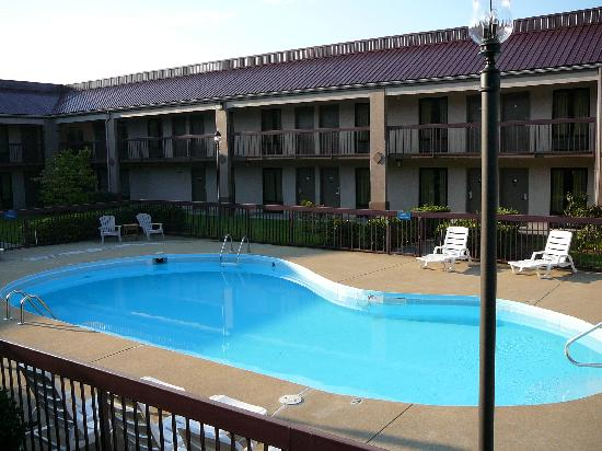 Red Roof Inn Kingsport: Pool View