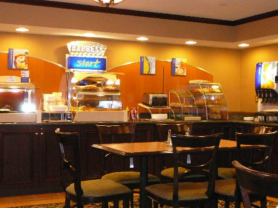 Country Inn & Suites by Radisson, Abingdon, VA: Holiday INN Express Breakfast bar FREE