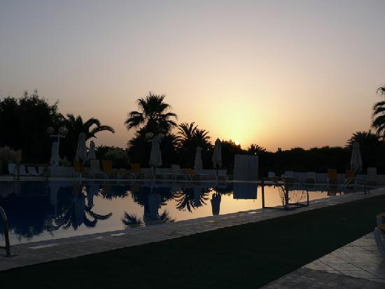 One Resort Monastir: piscina alba