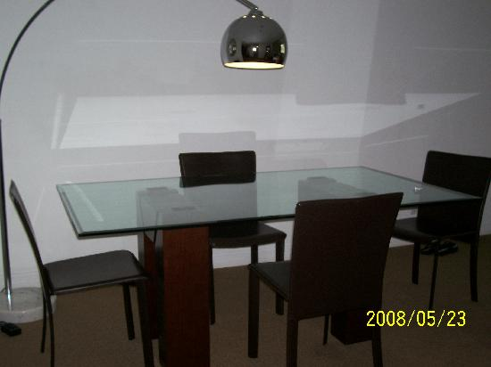 Casa Grande Suite Hotel of South Beach: the dinning table
