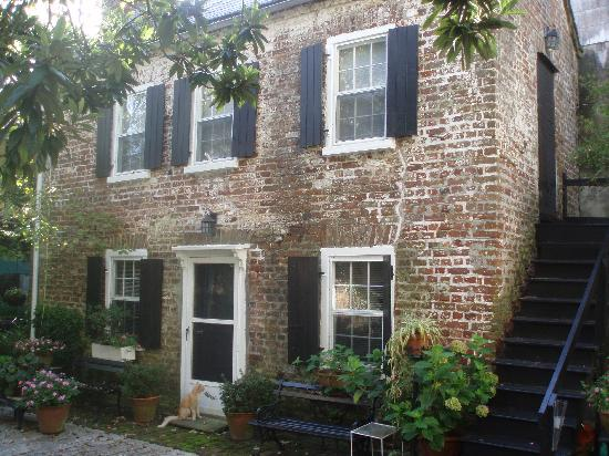 Middleton Family Bed and Breakfast: One Bedroom Cottage - CIrca 1750
