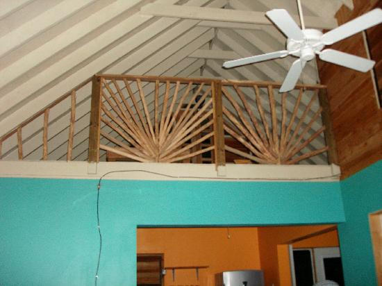 Lazy Dayz: loft and super high ceilings