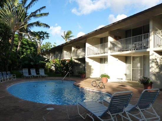 Napili Surf Beach Resort: A heated pool by the garden rooms. We loved it!