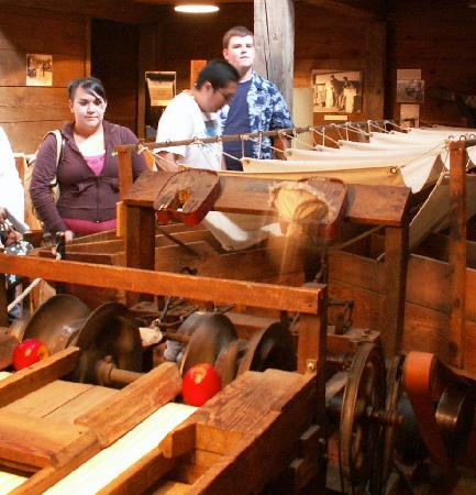 Wenatchee Valley Museum and Cultural Center : Apple sorting machine with tour visitors.