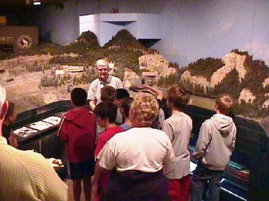 Wenatchee Valley Museum and Cultural Center : Sunnyslope El. students with docent explaining the Wellington Train Disaster.