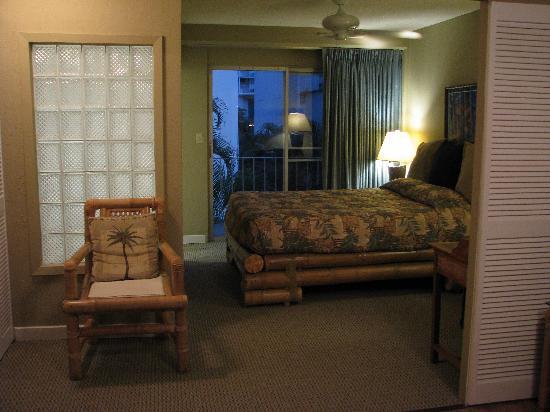 The Cabana at Waikiki: bedroom from kitchen