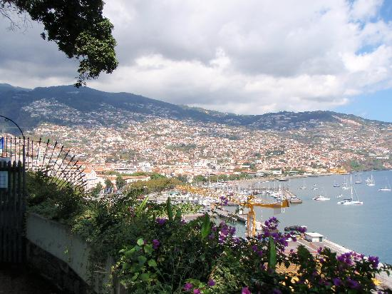 Aparthotel Imperatriz: Funchal fromt he West