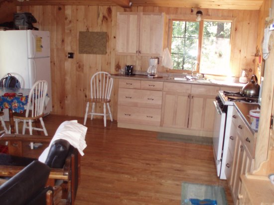 Fenske Lake Resort Cabins: White Pine kitchen