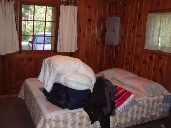 Fenske Lake Resort Cabins: White Pine bedroom