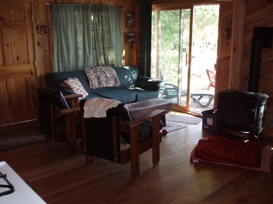 Fenske Lake Resort Cabins: White Pine living room