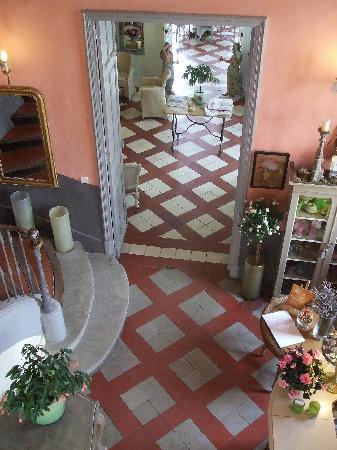 Chateau de Mazan : Looking down into Lobby Area