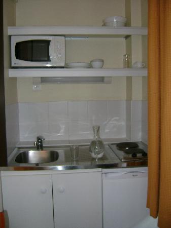 Adagio Access Paris Philippe Auguste: kitchenette