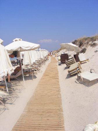 Sani Club: the 6km beach walkway