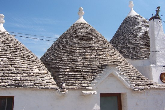 Alberobello, Italia: Funny little houses!