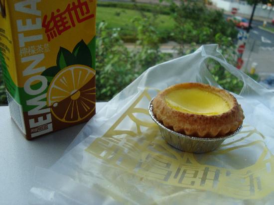 Tai Cheong Bakery: Egg Tart and Lemon Tea- taken at IFC