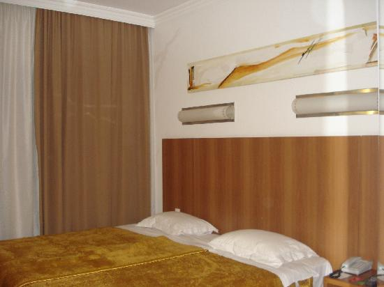 Bourbon Joinville Business Hotel: Room