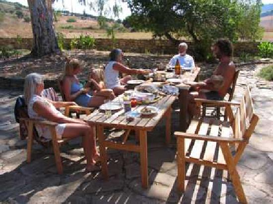 Cortijo Roman: Dining with Friends