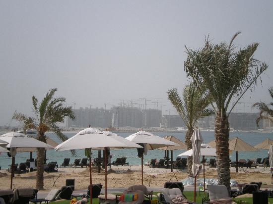 The Westin Dubai Mina Seyahi Beach Resort & Marina: cranes accross the water