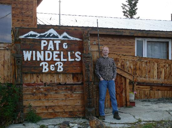 Pat and Windell's Bed and Breakfast : the sign that you can see from the road