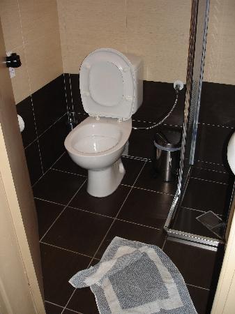 Nefeli Hotel: Bathroom