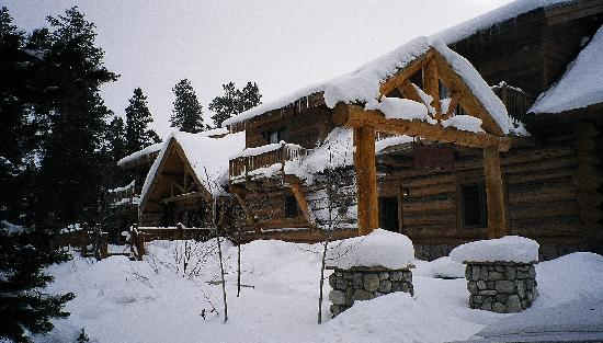 Wild Horse Inn: After a fresh snow from the front drive