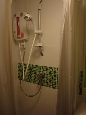 The Inn Saladaeng: shower