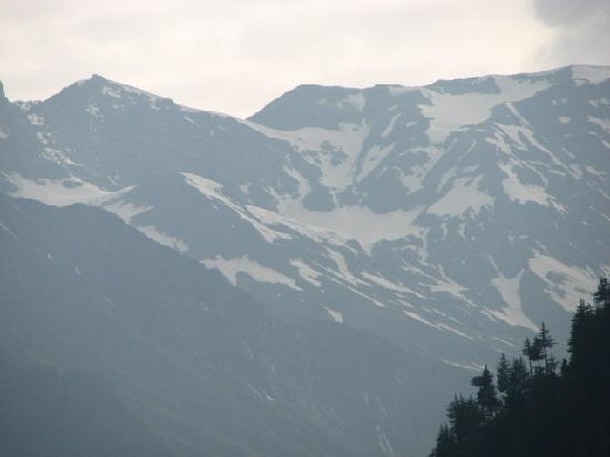 Manali, Inde : Look at the snow on peaks