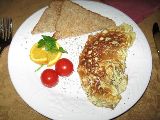 Gite La Cinquieme Saison : a typical breakfast plate