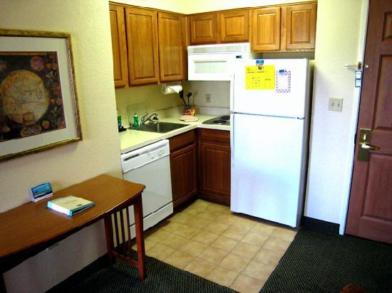 Staybridge Suites Vancouver - Portland Area : Kitchen area