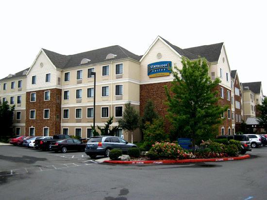 Staybridge Suites Vancouver - Portland Area: Hotel's exterior